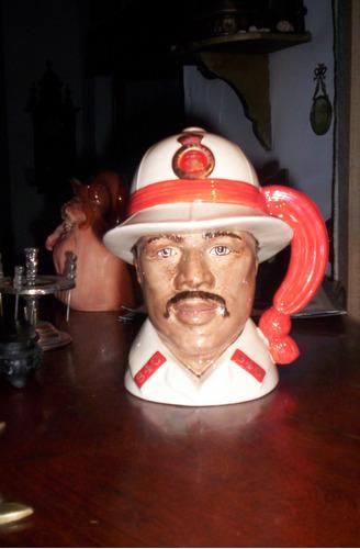 espectacular jarra royal doulton el policia de bahamas