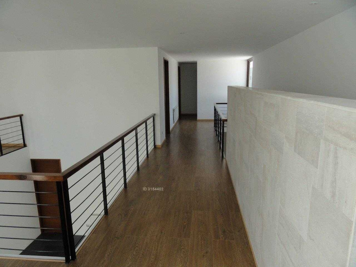 espectacular los bosques de chicureo. casa 100% sólida, 5 dormitorios, 5 baños + servicios. real oportunidad.