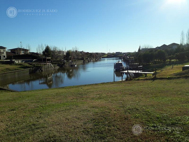espectacular lote al rio con gran espejo de agua