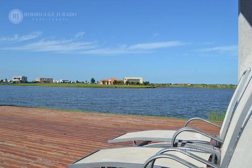 espectacular lote en barrio islas a la laguna principal en el canton!!