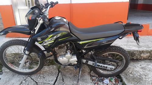 espectacular motocicleta xtz 250 negra