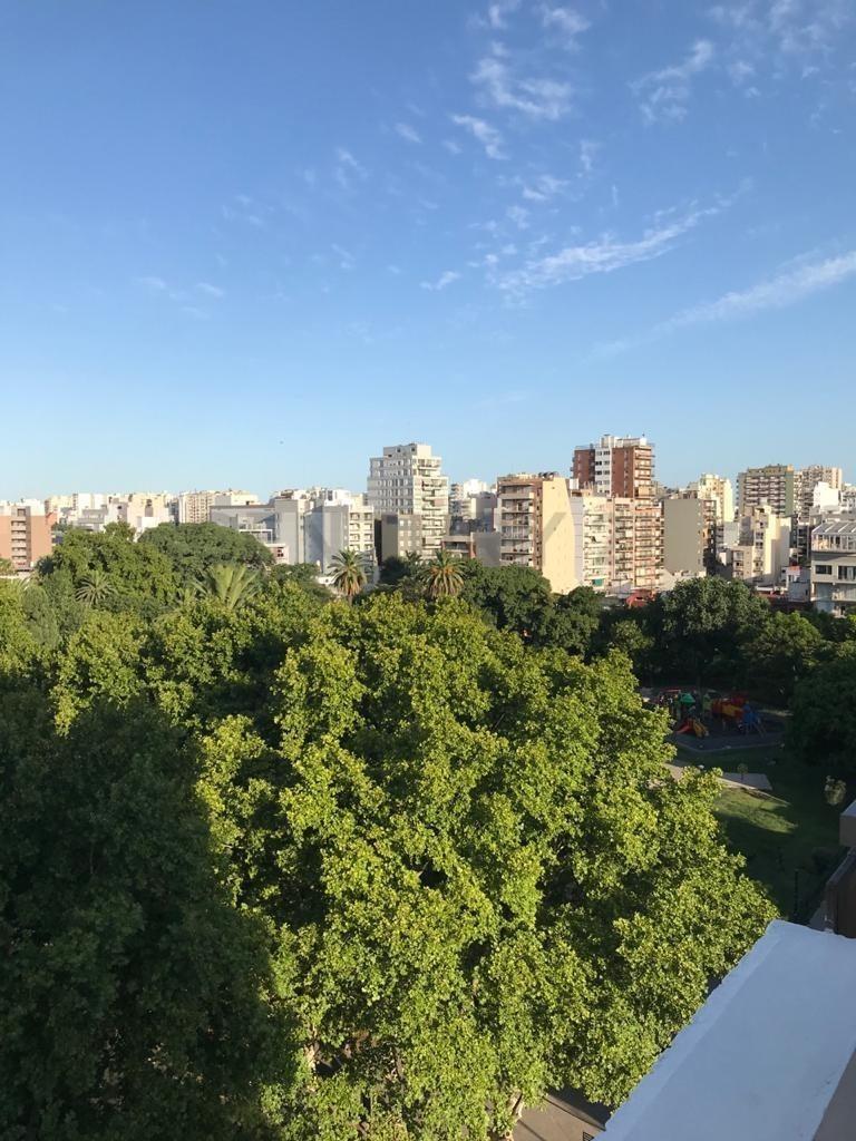 espectacular piso con excelente vista al parque aramburu, 4 ambientes 2 cocheras