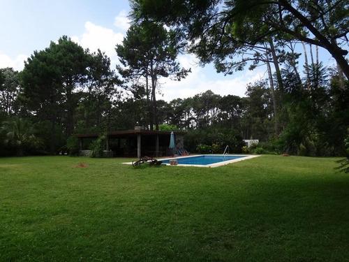 espectacular residencia con 6.200 m2 de terreno en punta del este