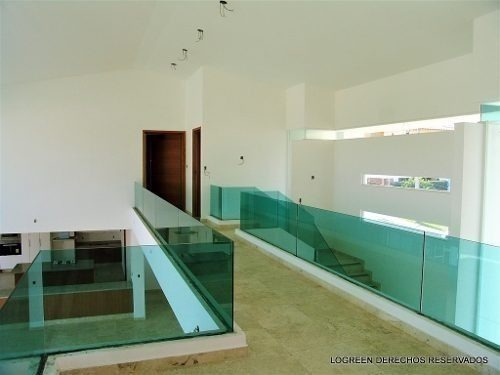 espectacular residencia con excelente diseño  finos acabados