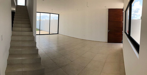 espectacular residencia en lomas de dzityá 4 recámaras.