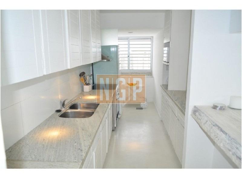 espectacular vista ,lindisimo decorado pleno centro piso alto con servicio y garage-ref:1166