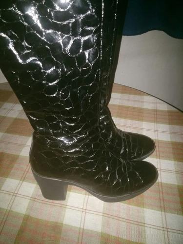 espectaculares botas de charol  n°36