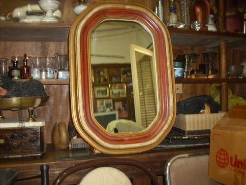 espejo antiguo con marco de madera