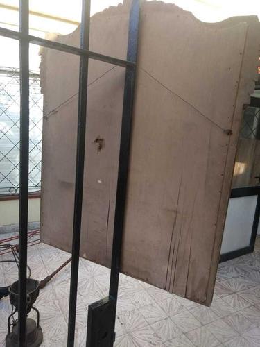 espejo biselado  con marco de madera (antiguo)