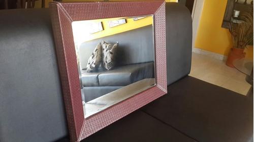 espejo con marco de cuero