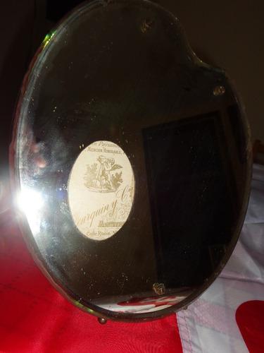 espejo con porta retrato cristal biselado y roble sobre mesa
