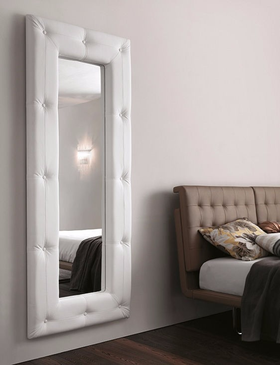 Espejo de lujo marco tapizado dise o moderno variedad en for Espejos decorativos modernos bogota