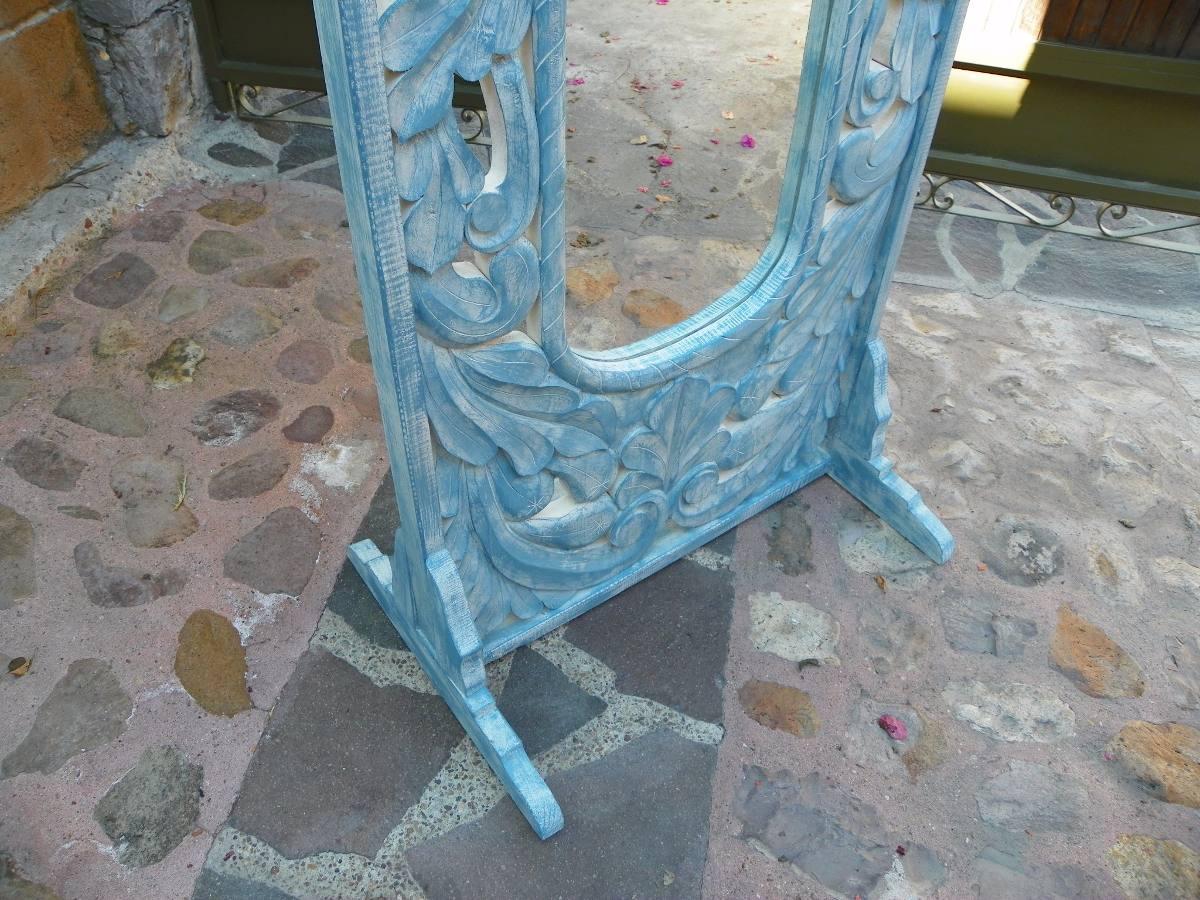 Espejo de pie vintage tallado en madera con decapado for Espejos de pie de madera