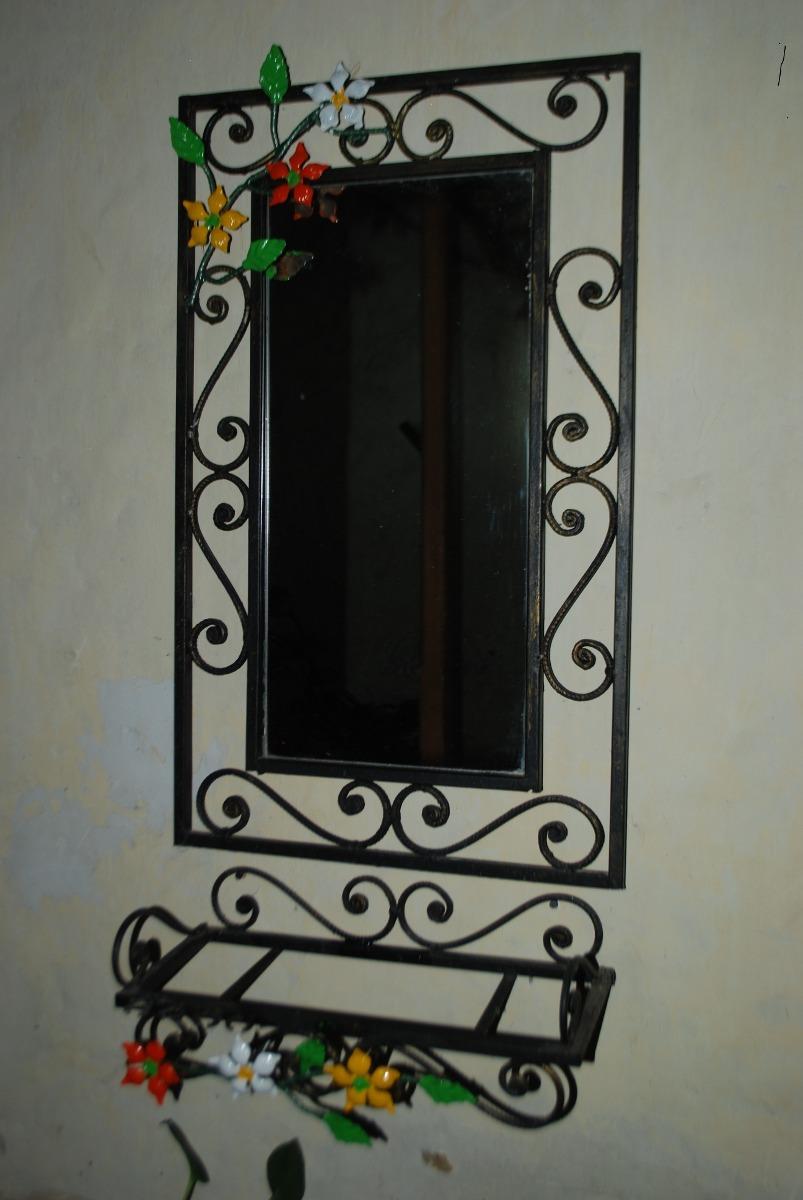 espejo decorativo en hierro forjado en mercado