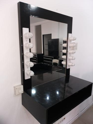 espejo largo con luces y mostrador