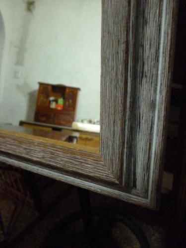 espejo marco de madera patinado en gris