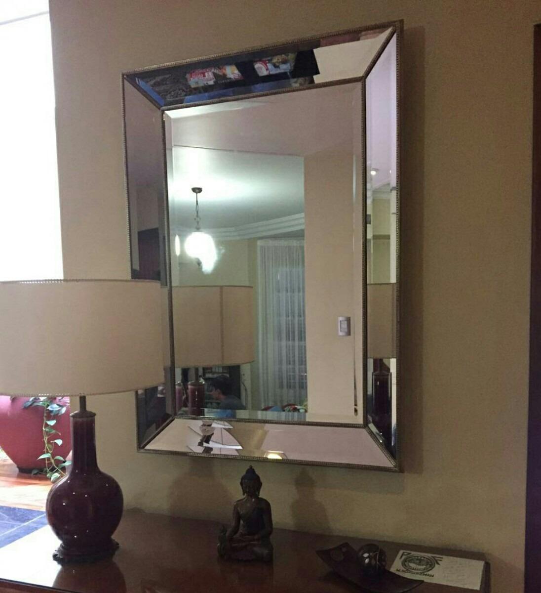 espejo moderno de bordes biselados con ptina dorada