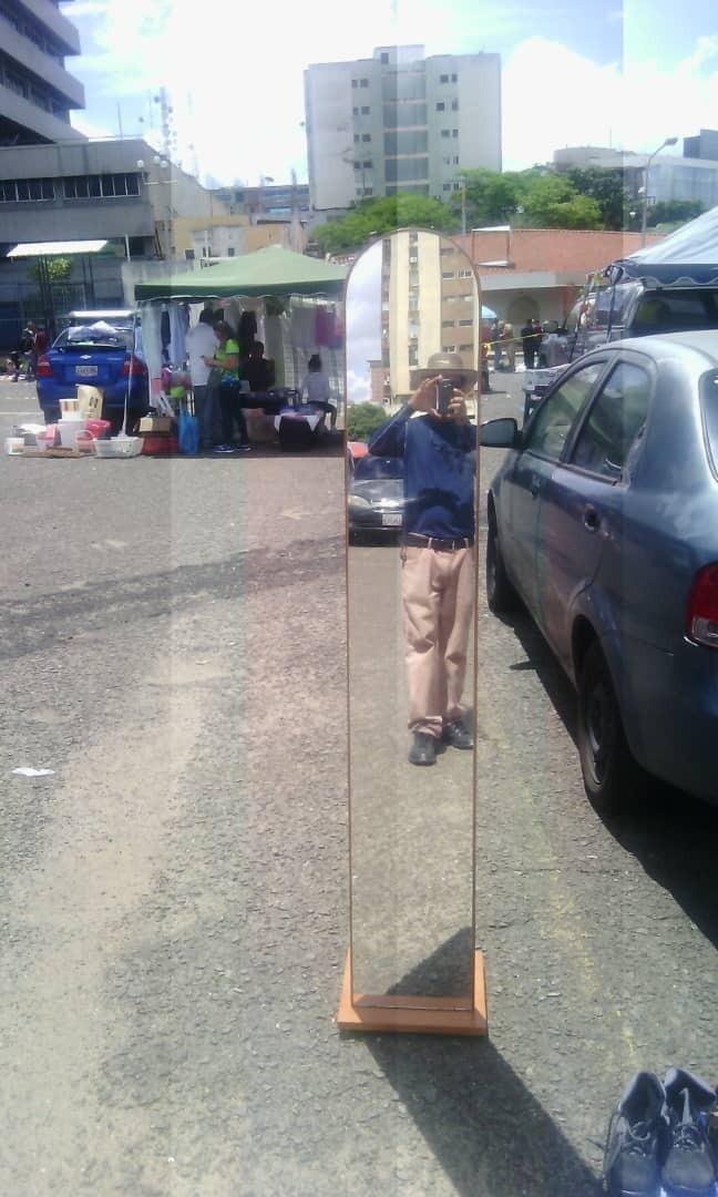 Espejo Perchero Enmarcado En Madera - Bs. 20.000.000,00 en Mercado Libre