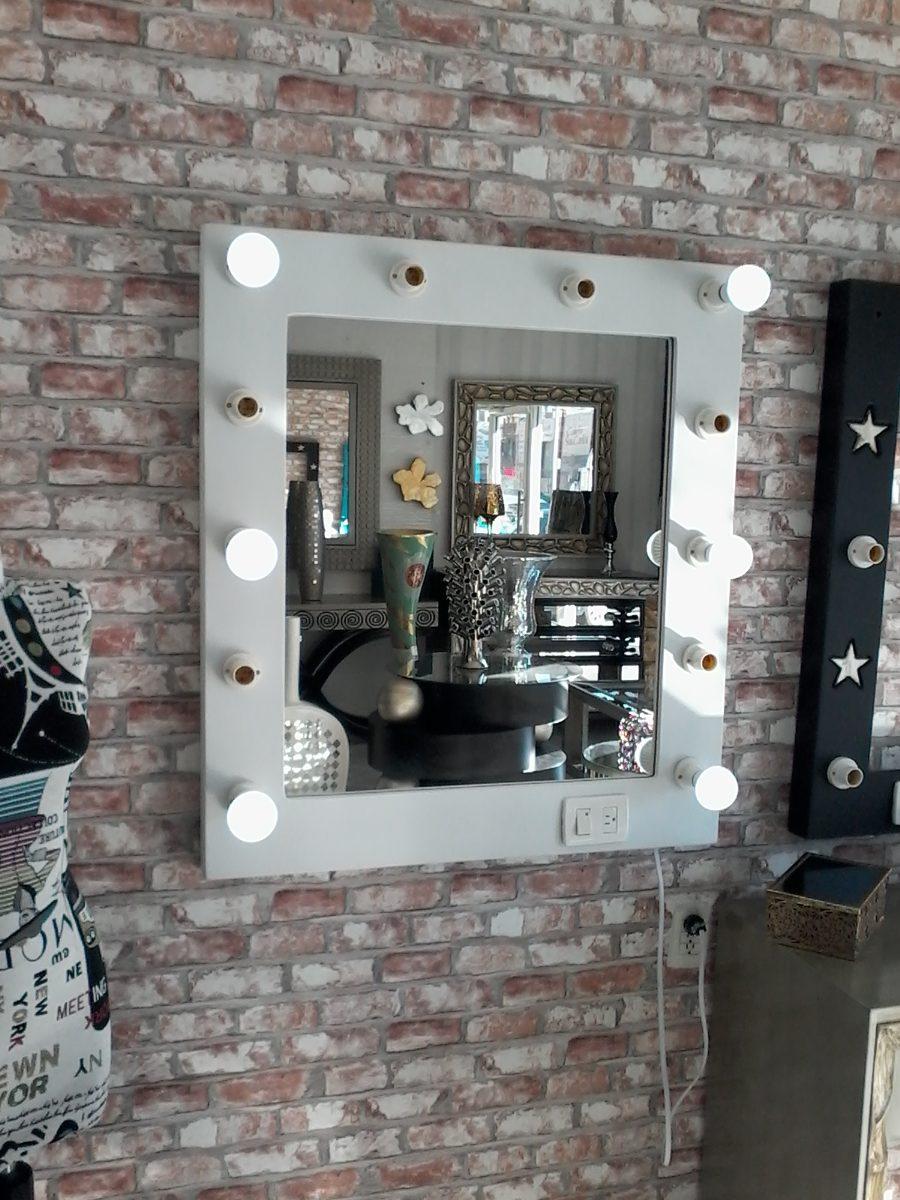 Espejos con focos para maquillaje con luz led tipo for Focos espejo bano