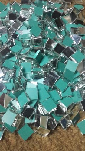espejos de 2x2cm por 2kilos (840 und.aprox)espesor 2mm