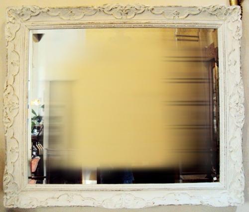 espelho retangular antigo e grande pintura provençal branca