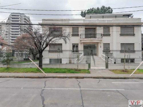 espléndida casa comercial - félix de amesti - metro escuela militar. amplia factibilidad comercial