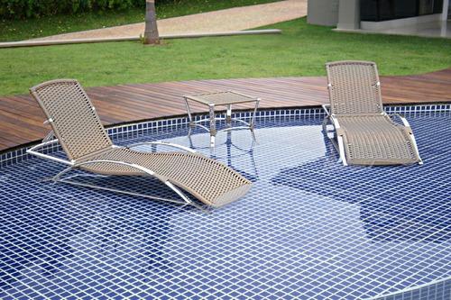 espreguiçadeira em alumínio e fibra sintética piscina