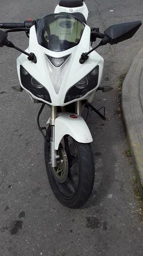 esta moto si es un beta  r-1 de paveo