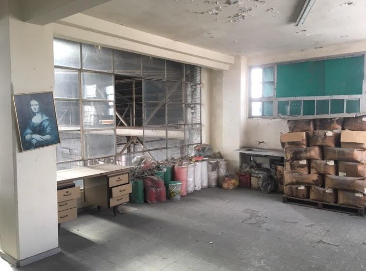 estableciemiento industrial de 1700 m2 cub. con salida a dos calles