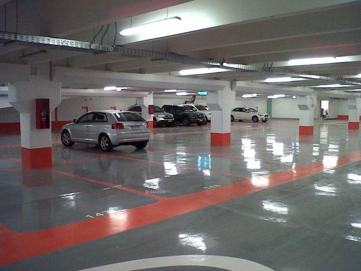 estacionamiento a 2 cuadras de parque arauco frente parque araucano
