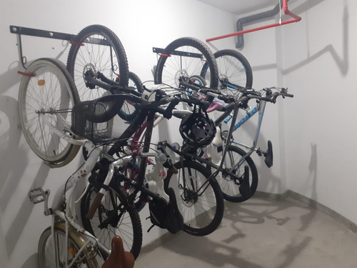 estacionamiento de bicicleta, racks, parantes, soportes,