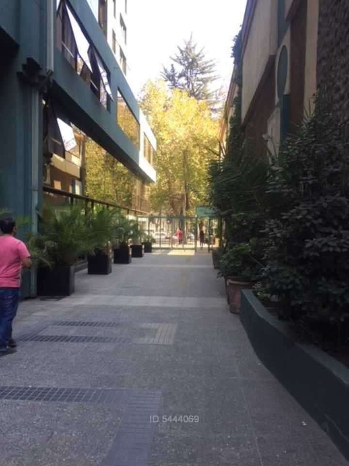 estacionamiento / metro pedro de valdivia