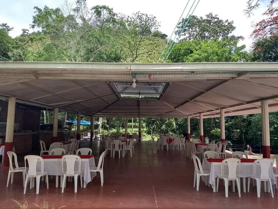 estadero con vivienda, salón de eventos, piscina natural