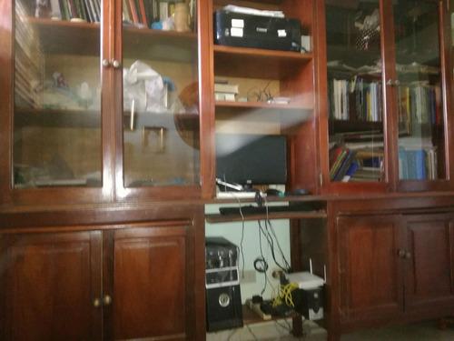 estante  de libros multiuso y funcional en caoba