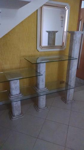 estante de mármore e vidro.