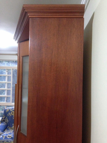 estante grande de madeira maciça