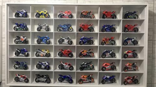 estante p/coleção motos (harley davidson) 1:18 36 nichos