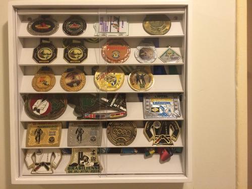 estante porta (60) medalhas coleção ( com portas) quadro mdf