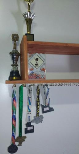 estante porta medalhas/troféus em mdf com formica branco