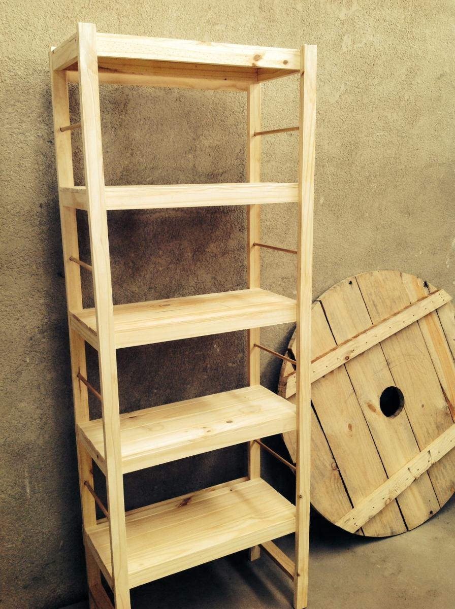 Como hacer estanterias de madera colocando el refuerzo en la estantera de madera biblioteca - Estanterias modulares de madera ...