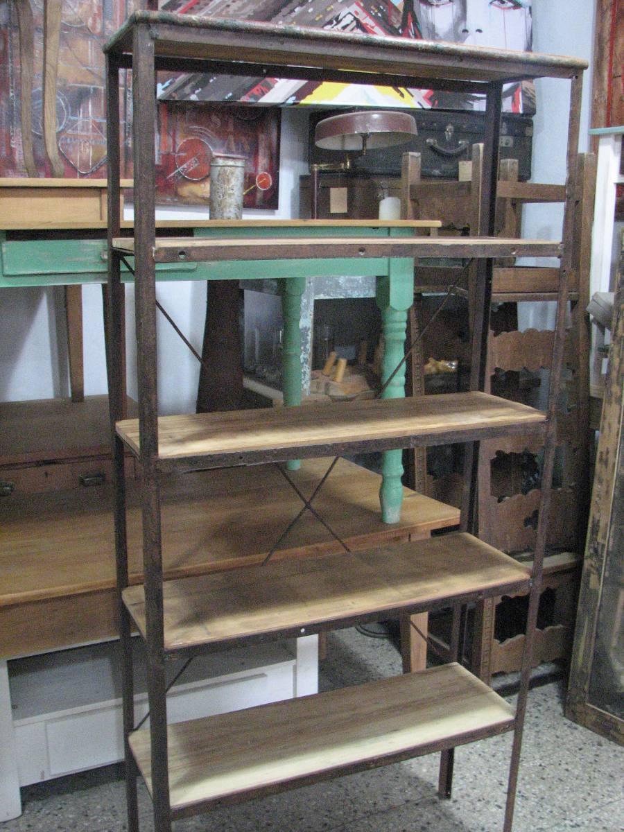 Estanteria de hierro cheap estantera de madera de abeto y for Estanteria estilo industrial