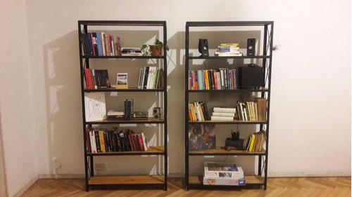 estantería en hierro y madera, biblioteca