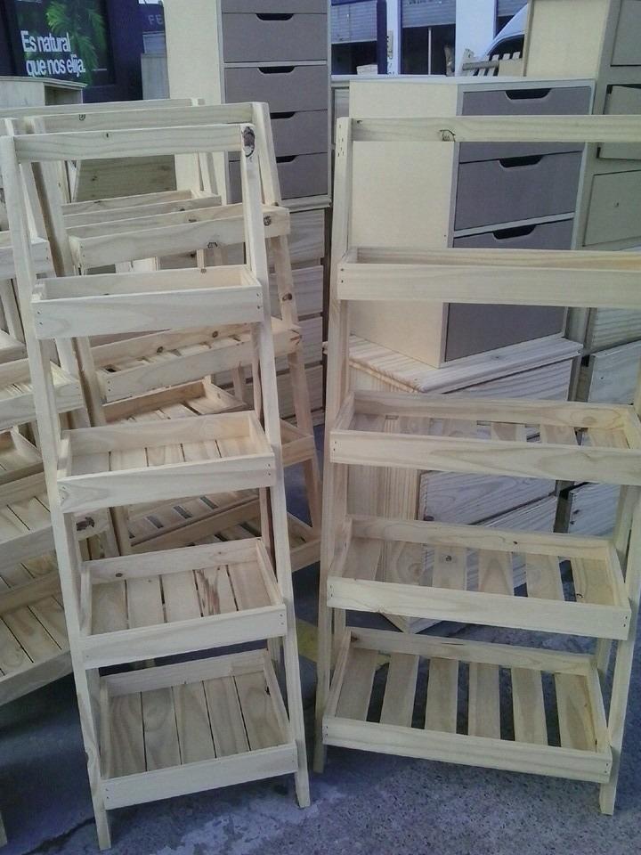 estanteria tipo escalera biblioteca macetero madera