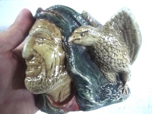 estatua cabeça de pirata com águia gesso resinado dec. pared