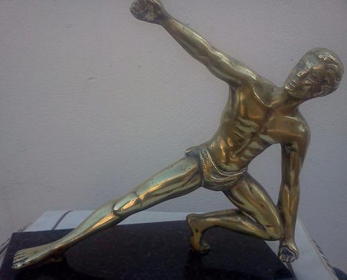estatua de bronce macizo sobre base de marmol