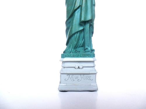 estatua de la libertad en miniatura