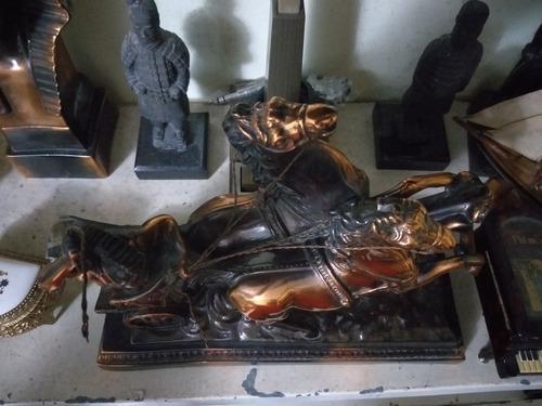 estatua guerreiro romano