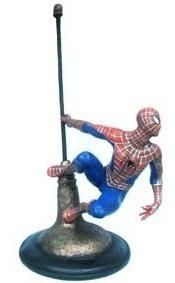 estátua homem aranha no poste - com 30cm em resina