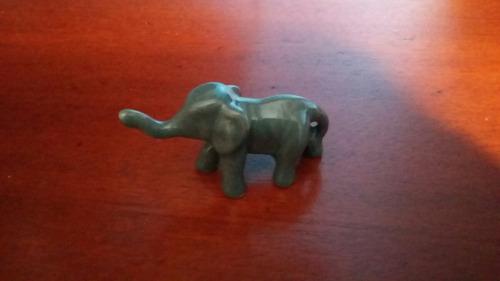 estatuetas elefantes em gesso