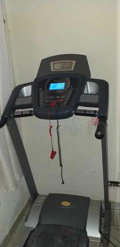 esteira evolution fitness com inclinações, cardíaco e som